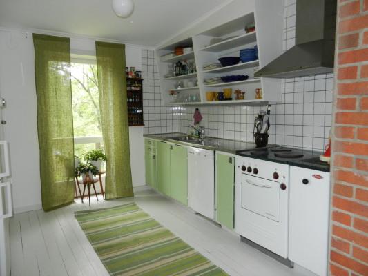 Kök - Ett klassiskt skandinaviskt kök med all modernitet. Kyl/frys, micro, diskmaskin.