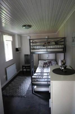 Sovrum - Sovrum 2 är till 3 personer med en våningssäng och en extra säng