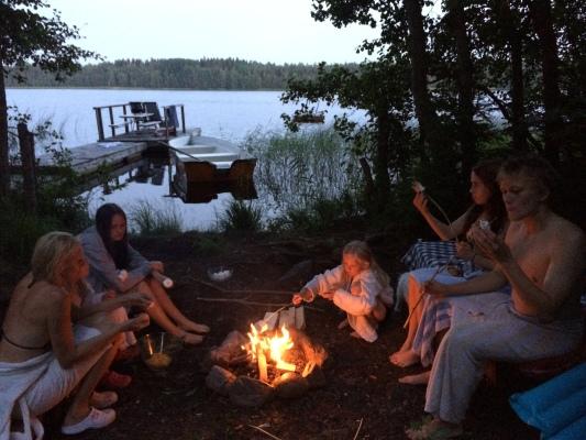 på sommaren - Make a fire by the lake
