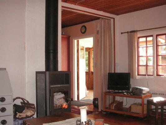 Vardagsrum - vardagsrum med braskamin och TV