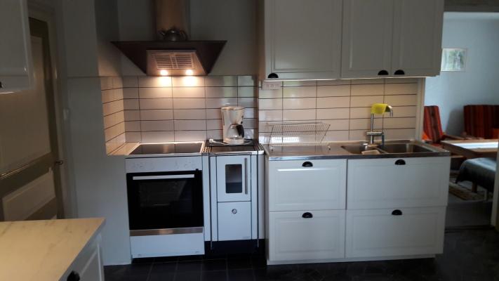 Kök - Nytt kök med vedspis och elspis.