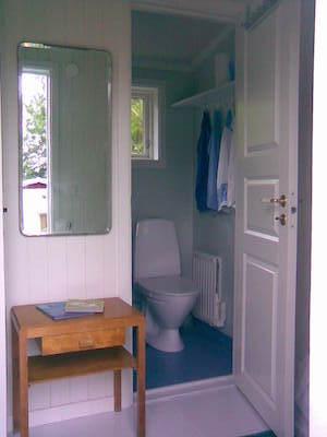 Badrum - Hallen med dusch-toalettrummet