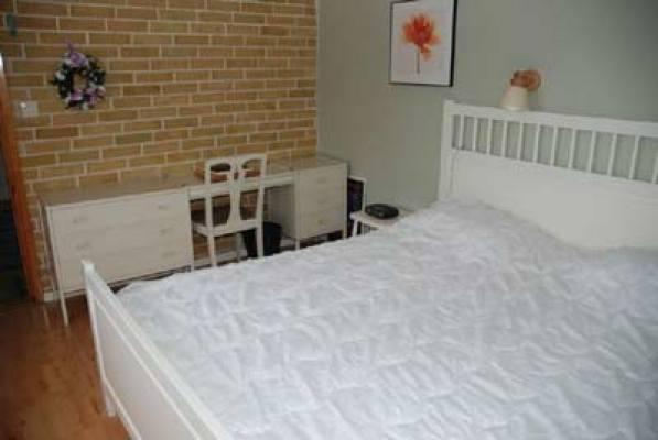sleeping room - bedroom with double bed