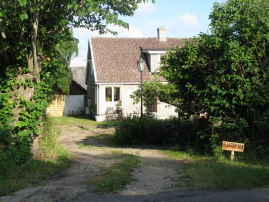 på sommaren - Huset från vägsidan