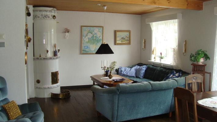 Vardagsrum - vardagsrum Ny soffa och ändrad möblering
