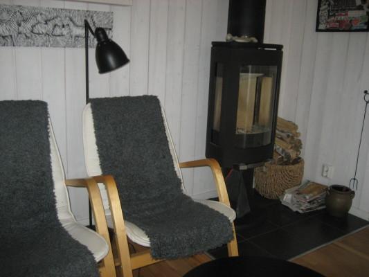 Vardagsrum - I storstugerummet finns braskamin.