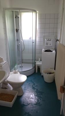 Övrig - Dusch och tvättmaskin och vatten toalett.