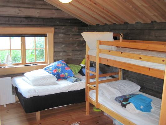 Sovrum - 120 cm säng samt Våningsäng