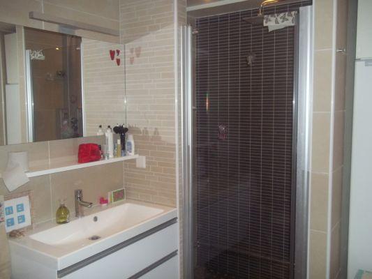 Badrum - Stort badrum med dusch och bubbelbad samt tvättmaskin