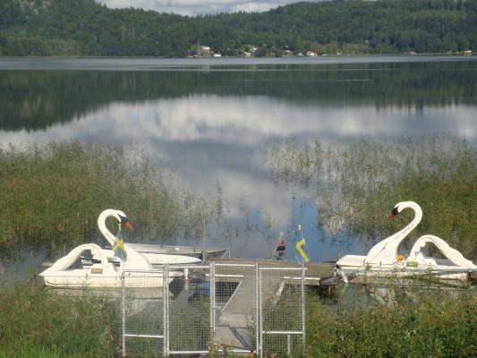 på sommaren - trampbåtar, båtar or kanuter för att hyra