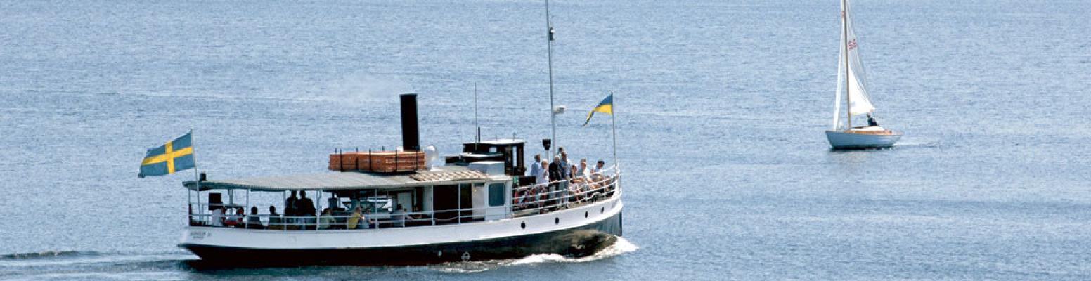 på sommaren - Ångbåt Boxholm II med turer
