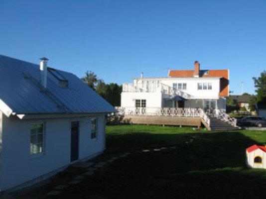 Utomhus - huset med grannen