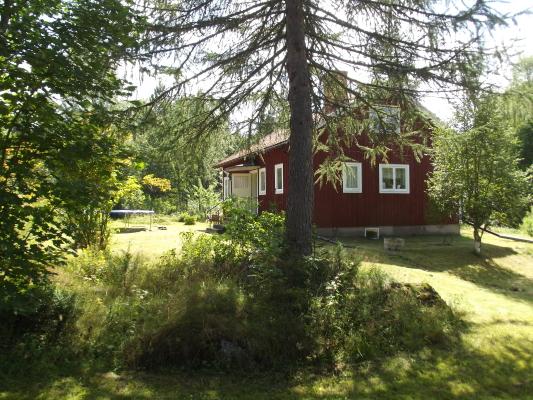 På sommaren - Husets framsida och Norrsida