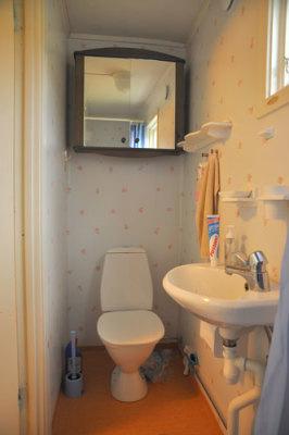 Badrum - Badrum med dusch och toalett.