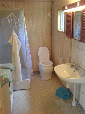 Badrum - badrum med dusch och mulltoa