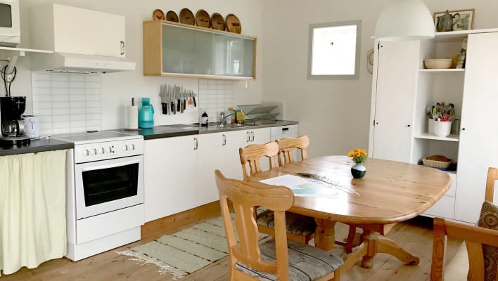kitchen - A fully fitted kitchen with a dining area