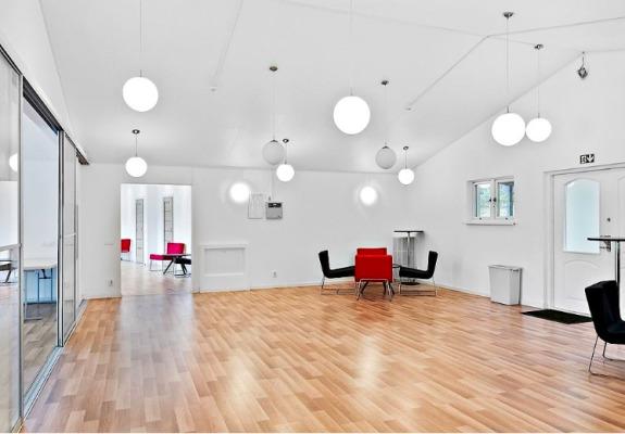Weitere Häuser - Konferenzhaus (kann extra gemietet werden)
