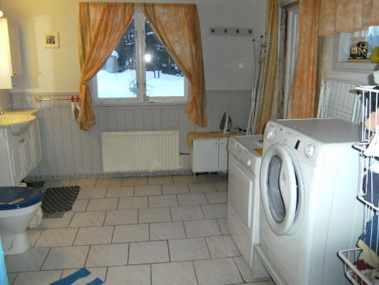 Badrum - Badrum med tvättmaskin och torktumlare