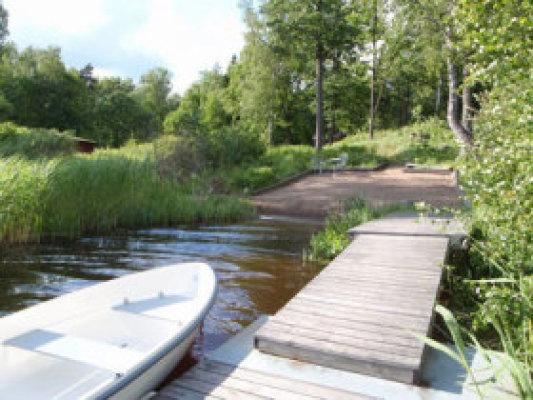 På sommaren - Bryggan, badplatsen och roddbåten