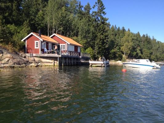 På sommaren - På vattnet (båten till höger om bilden tillhör ej uthyrningen)
