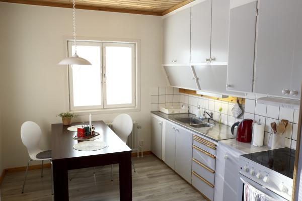 Kök - köket innehåller allt man behöver för att laga mat