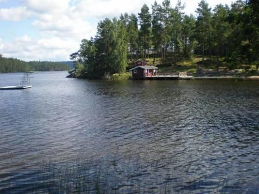 Omgivning - Valö badplats med sommarservering, 3 km från stugan.