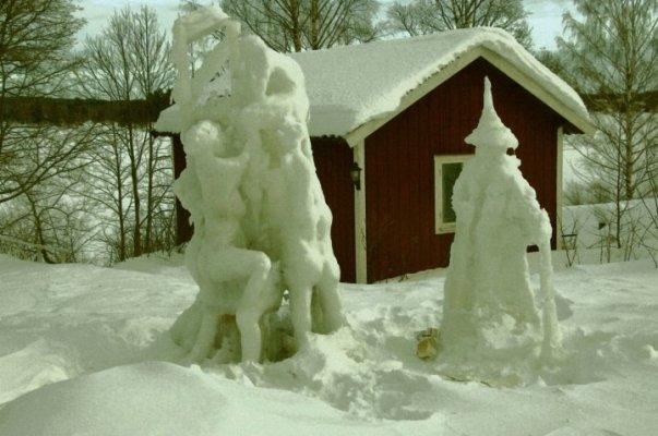 På vintern - Vid kyla kan ni skulptera i is och snö
