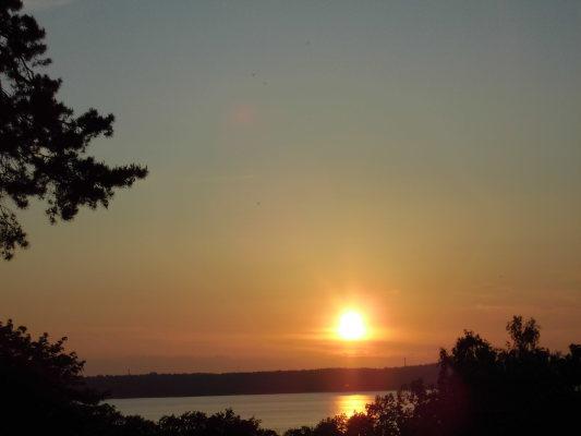 på sommaren - Solnedgång att titta på från verandan