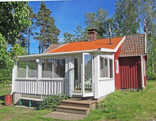 På sommaren - Husets veranda/ vardagsrum mot trädgården