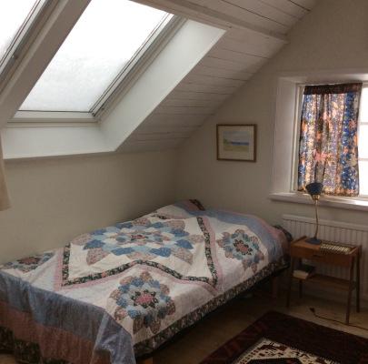 Sovrum - Sovrum två på ovanvåningen Sovrummet har två enkelsängar