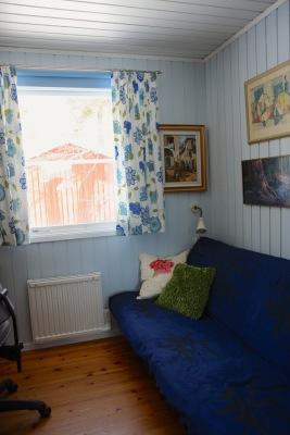 Interiör - Sovrum med bäddsoffa/futon och arbetsplats