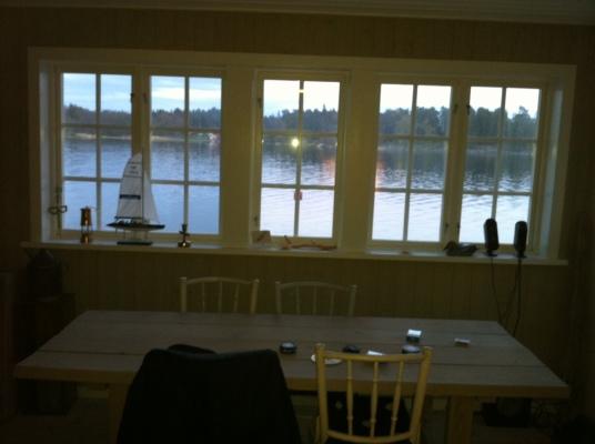 Interiör - Fönster mot vattnet