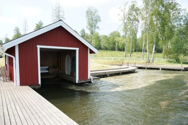 på sommaren - Båthus nere vid privata badplatsen