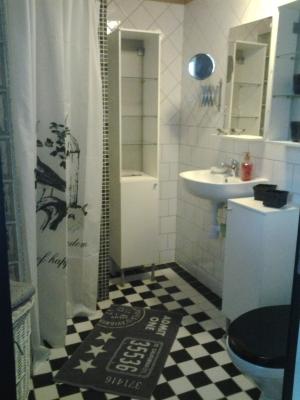Badrum - dusch och Wc