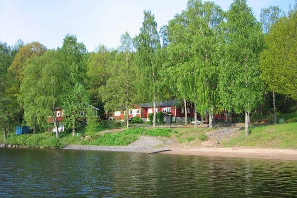 På sommaren - hus från vattnet