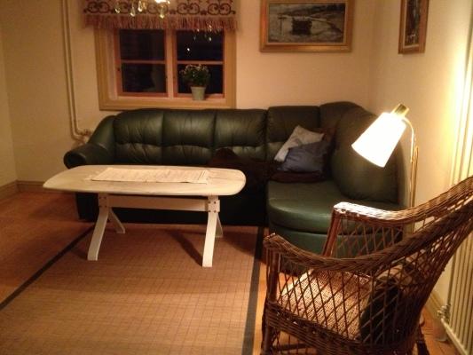 Living room - vardagsrum med öppen spis.