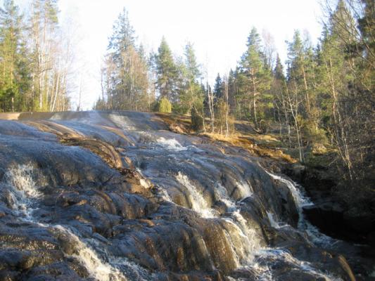 Omgivning - Besök vattenfallet Brantefall, nära stugan