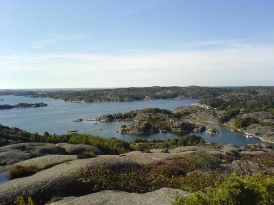 på sommaren - Utsikt från toppen av ön.