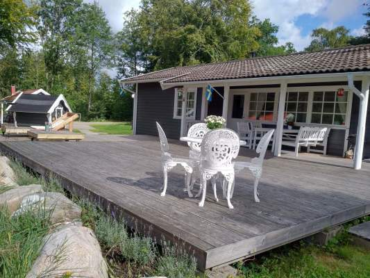 Terrace - Main house with 95 sqm terrace with lounging area and lavender plants next to