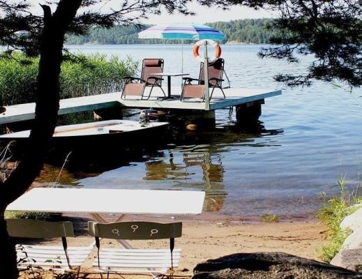 Övrig - Egen privat långgrund badstrand med brygga och soldäck