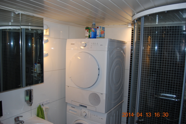 Övrig - Toalett upp med tvättmaskin och torktumlare