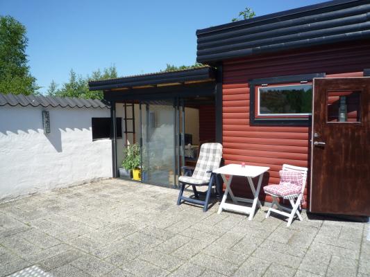 På sommaren - Sommarrummet, samt enkel trädgårdsmöbel.