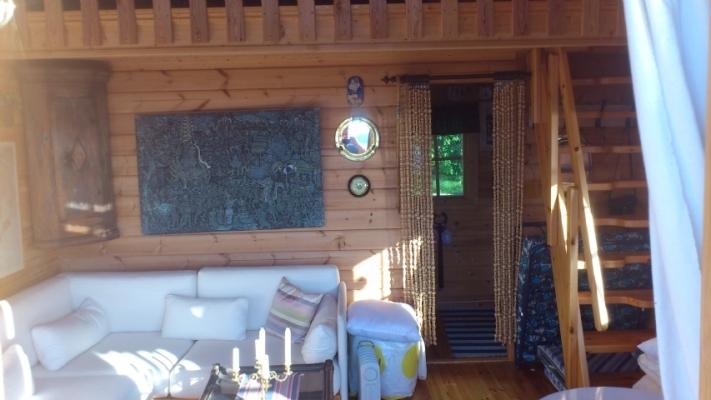 Interiör - Mot kök och trappa loft