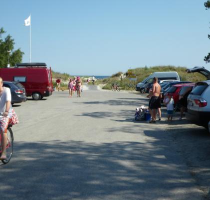 på sommaren - Många på stranden