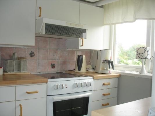 Kök - Spis med 4 plattor samt ugn + kyl 6 frys