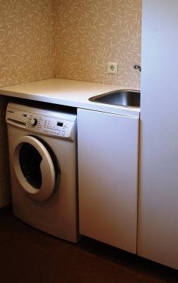 Badrum - Tvättmaskin och tvättställ