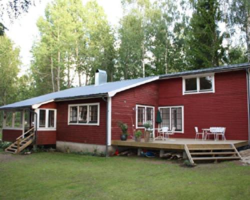 På sommaren - Framsidan med veranda