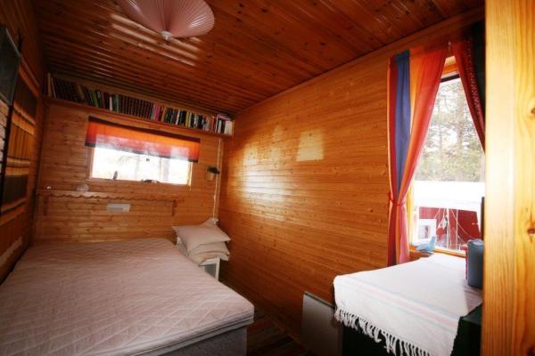 Sovrum - Litet sovrum med 140 cm säng