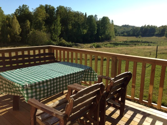 View summer - The farmcottage overlooks the fields. You can sit here for a a barbecue-meal or a drink and enjoy the surroundings!
