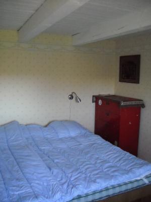 Sovrum - Sovrum med en dubbelsäng och en enkelsäng